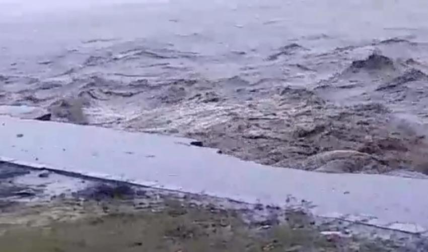 वर्षाका कारण  कञ्चनपुरकाे भाइरल रोड, महाकाली नदीले  गर्याे  कटान